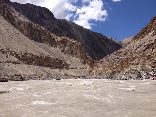 Kaňon, hloubený řekou po milióny let, vypadal opravdu impozantně.