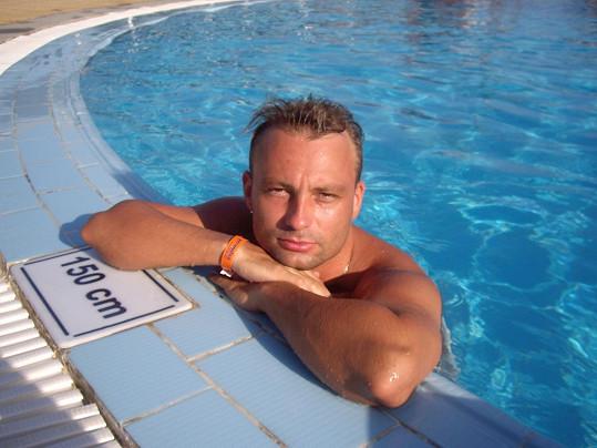 Na dovolené v Egyptě se nehnul z bazénu.