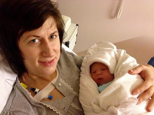 Monika Trávníčková s novorozeným synem Maxmiliánem