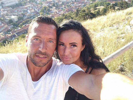 Michal Janotka je s přítelkyní Nikolou opět šťastný.