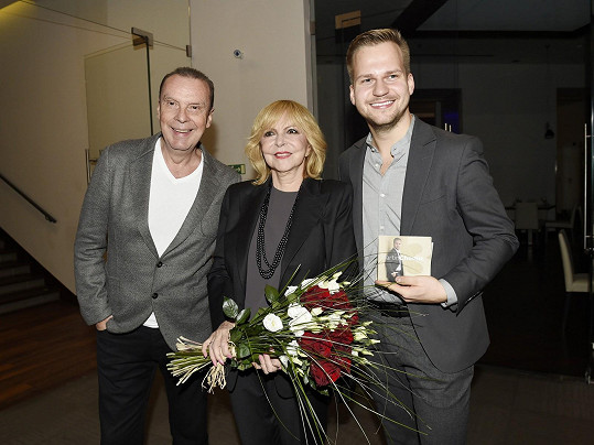 Hana Zagorová s manželem a Martinem Chodúrem na křtu