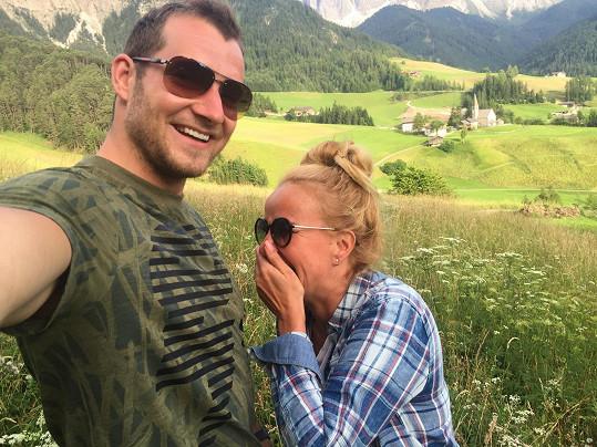 Vendula s manželem Pepou v horách v Dolomitech