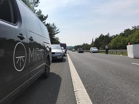 Obětí nehody byla i cestující v dodávce kapely Mirai.