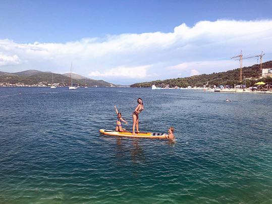 Heidi si vyzkoušela také populární paddleboard.