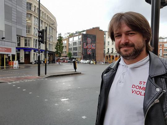 Zdeněk Macura už rok cestuje do Londýna za prací.