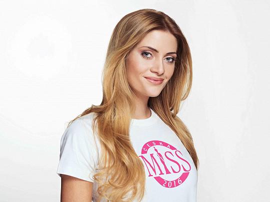 Dominika Košťálová pochází z Českých Budějovic, je jí dvaadvacet let a studuje Jihočeskou univerzitu, obor fyzioterapie.