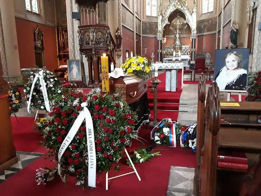 Smuteční akt se následně konal i v kostele sv. Ludmily.