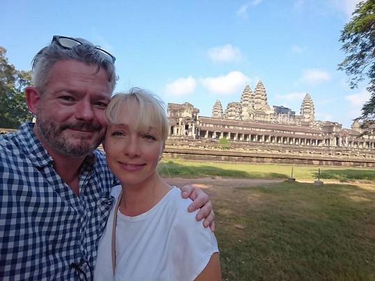 Loni s manželkou cestovali po Asii.