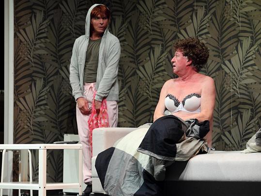 Jiří Lábus a Oldřich Kaiser si společně zahráli v divadelní hře Žena za pultem 2: Pult osobnosti.