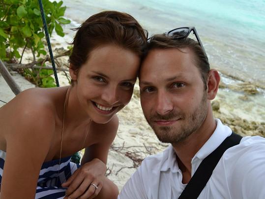 Romantičtější prostředí, než jsou Maledivy, by asi dvojice těžko hledala.