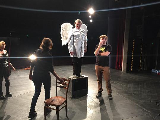 Harapes v roli anděla