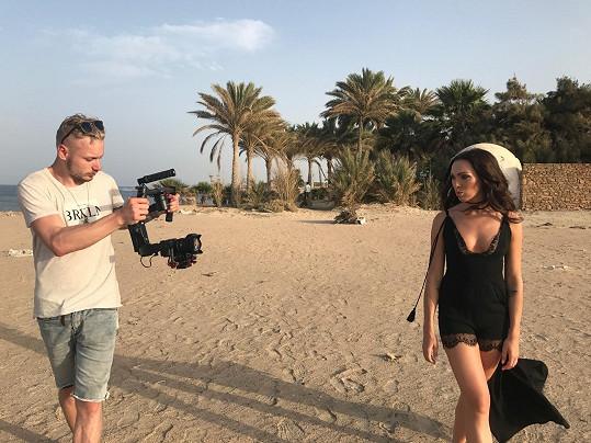 Kamila při natáčení videoklipu