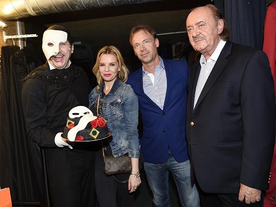 Poblahopřát mu k narozeninám dorazili také přátelé Zdeněk Hrubý a Kateřina Kristelová.
