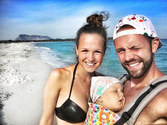 Michael Foret s manželkou Eliškou a dcerou Liou strávili měsíc na Sardinii.