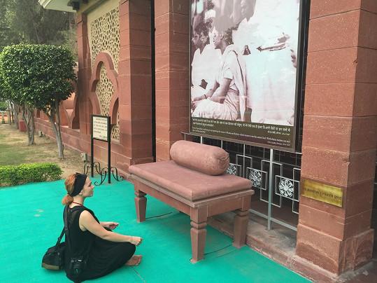 Nadšená byla v místě, kde zemřel Gándhí.