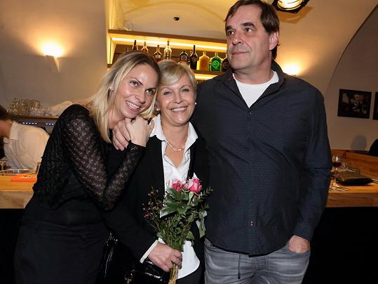 Etzler s přítelkyní (vlevo) a Miluší Šplechtovou
