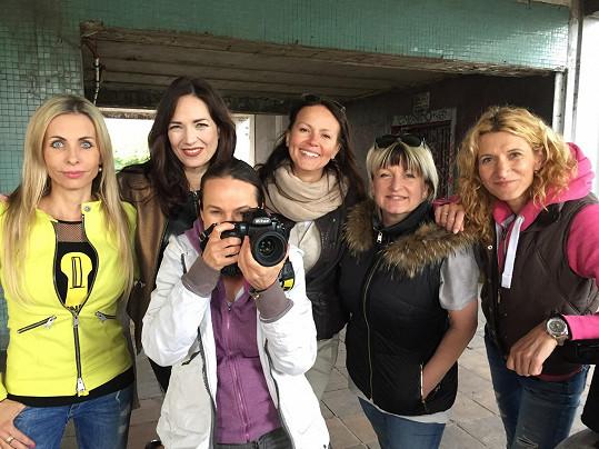 Tereza a její tým, který se na focení nových snímků podílel.