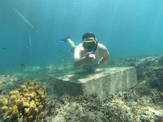 V Chorvatsku si moderátor užívá potápění.