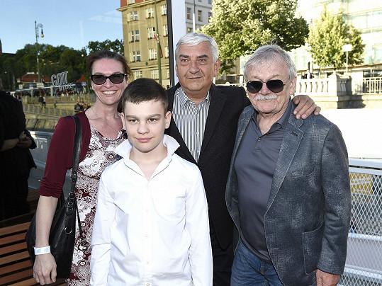 Na Gottově výstavě zapózovali i s Miroslavem Donutilem.