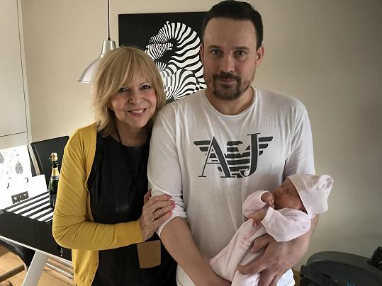 Manžel neteře Štefana Margity se svou dcerkou a Hankou.