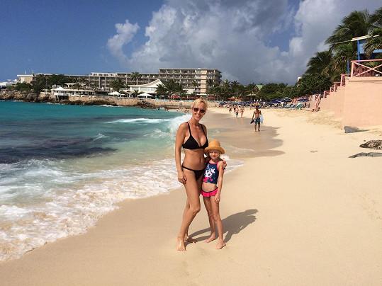 Zuza s dcerou Salmou si užívají plavbu po Karibiku.