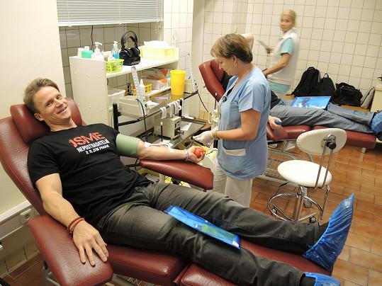 David Huf daroval poprvé krev.