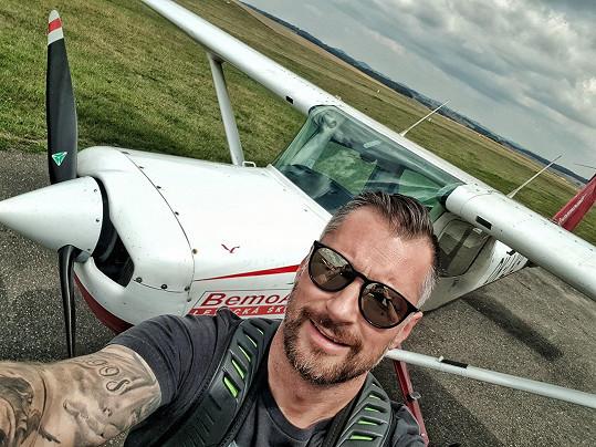 Petr Vágner si udělal pilotní průkaz.
