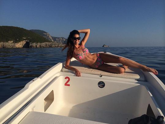 Lucie Smatanová se opalovala na Korfu.