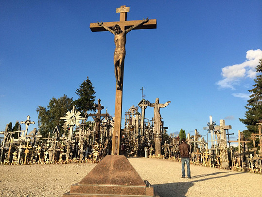 Společně navštívili i tohle poutní místo v Litvě.