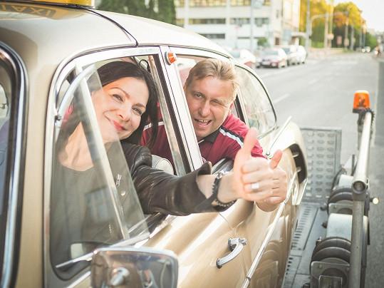 Anna K. s legendárním sparťanským fotbalistou Horstem Sieglem, který je zpěvaččiným velkým fanouškem...