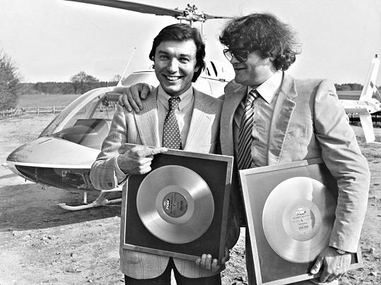 Karel Svoboda a Karel Gott na archivním záběru z dokumentu