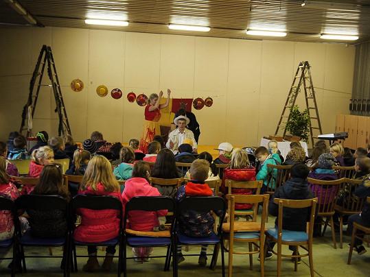 Katka se rozhodla podpořit představení pro děti.