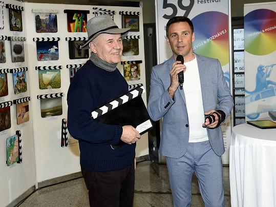 Roman Vojtek zahájení výstavy v Divadle Hybernia moderoval.
