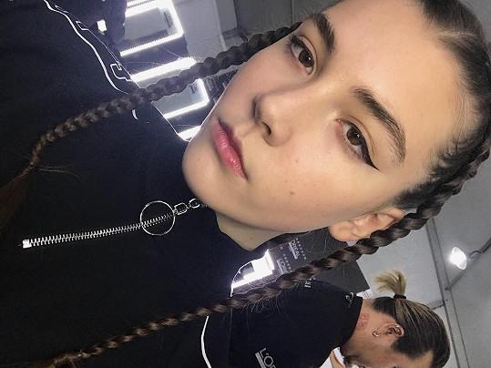 Ruská modelka Vlada Dzyuba (†14) zkolabovala na přehlídce a zemřela.