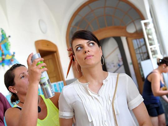 Jana Stryková celé léto natáčí rodinnou komedii Jak se zbavit nevěsty.