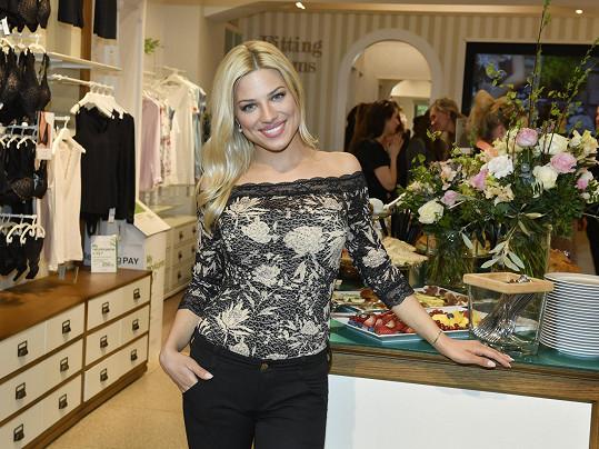 Eva Perkausová na představení nové kolekce prádla.