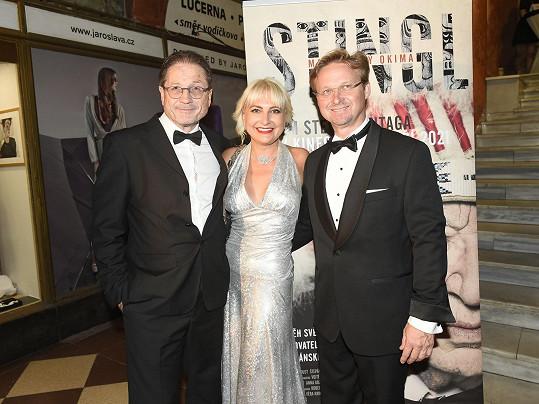 Přišli podpořit dokumentární film Steva Lichtaga (vlevo) o spisovateli a cestovateli Miloslavu Stinglovi.