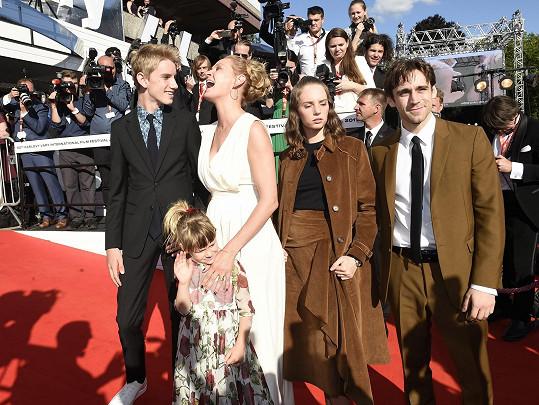 Do Varů přijela se svými dětmi.