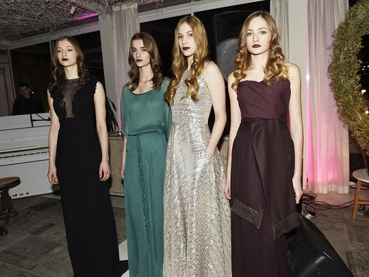 Během večera se dražily modely od Beaty Rajské, Ivany Mentlové, Kláry Nademlýnské a Taťány Kovaříkové.