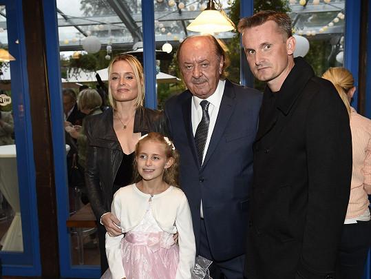 František Janeček s dětmi Filipem, Alicí a Emilkou