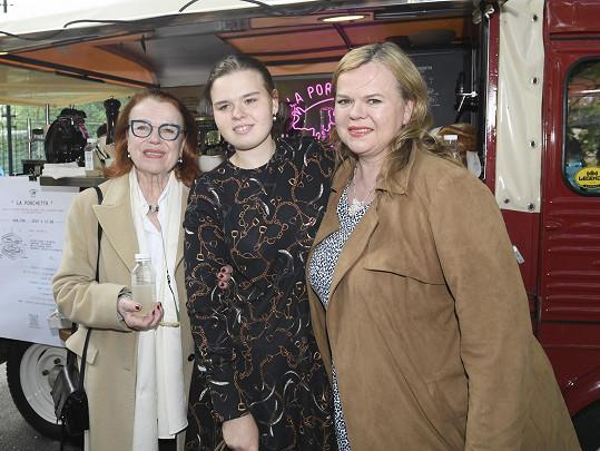 Iva Janžurová s dcerou Sabinou Remundovou a vnučkou Adinou