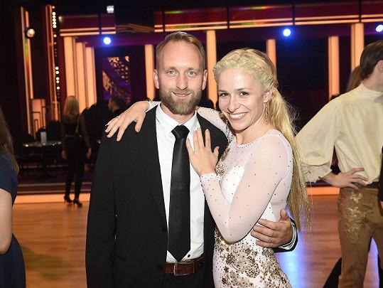 S manželem Pavlem Khekem po jednom z tanečních večerů, kde se proměnila v blondýnku.