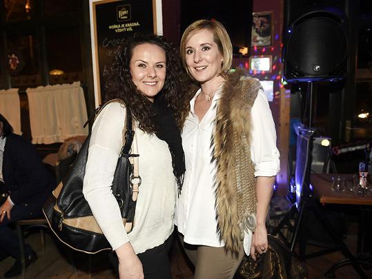 Jovanka se sestrou Bogdankou (vlevo)