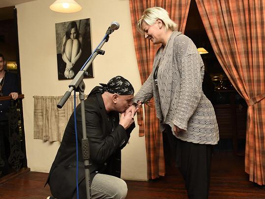 Jakub Ludvík jí děkoval za to, že Hapkovu píseň zazpívala na křtu jeho diáře.