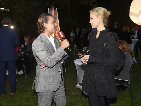S modelkou jsme se naposledy setkali na britské ambasádě, kde se slavilo pětadvacet let působení britského módního řetězce na českém trhu.