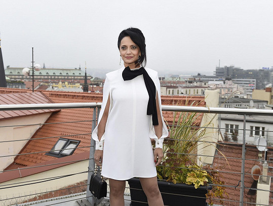 Lucie zvolila výjimečně bílé šaty.