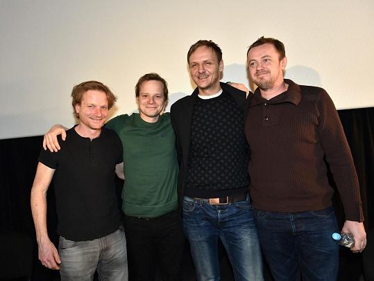Bratři Hádkovi s Janem Hájkem a Davidem Májem, kteří ztvárňují další důležité postavy ve filmu.