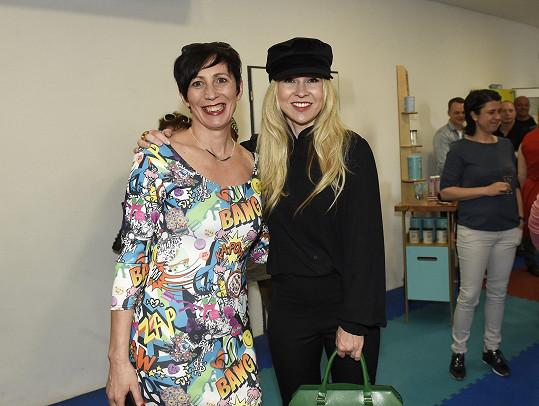 Kristýna s kolegyní Kairou Hrachovcovou