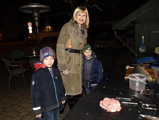 Štěpánka Duchková se svými dvojčaty přišla na párty divadla Broadway.