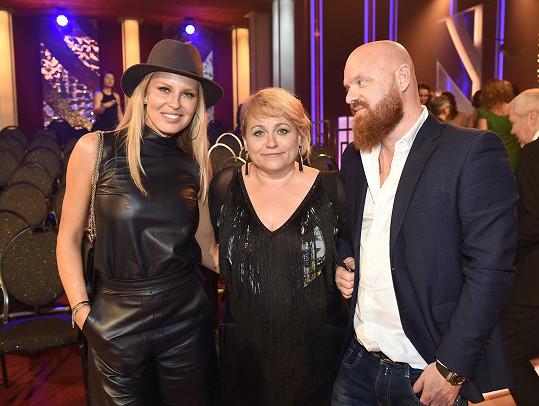 Pavla a její fanoušci Simona Krainová s manželem Karlem Vágnerem.